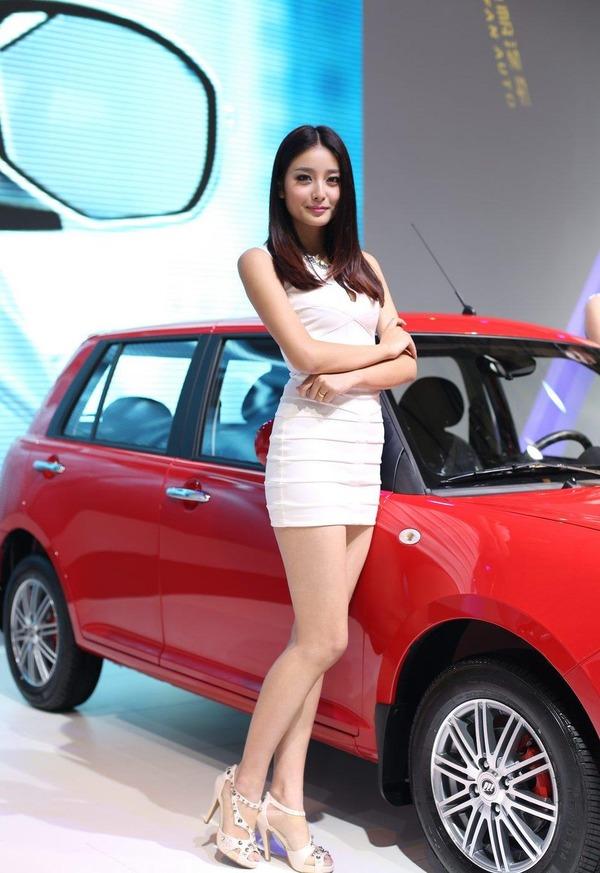 上海モーターショーの巨乳美脚コンパニオン (18)