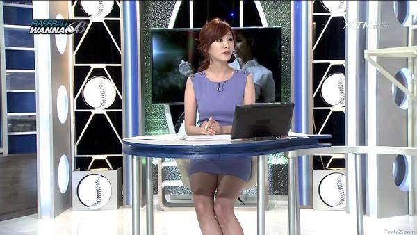 韓国のエロい美人女子アナのミニスカパンチラ (18)