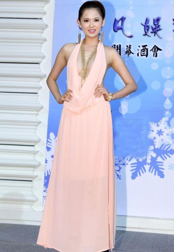台湾のハミ乳全開な激エロ女優 (10)
