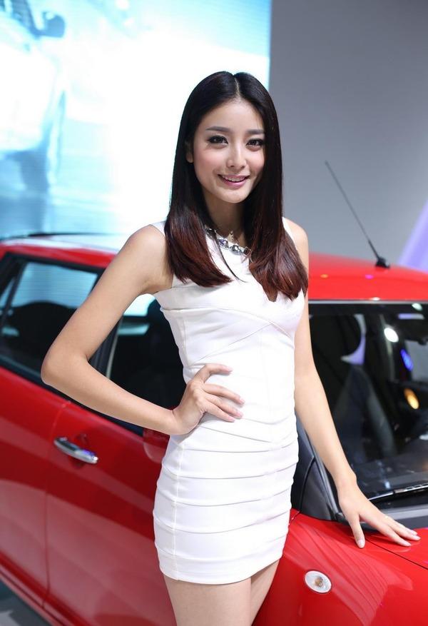 上海モーターショーの巨乳美脚コンパニオン (21)