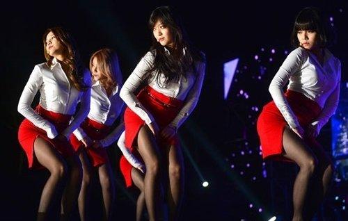 AOAのタイトスカートのスリットエロ画像 (7)