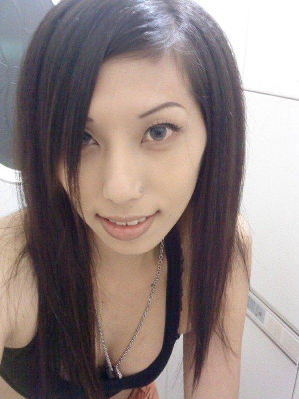 お着替え中のエロ姿を自撮り写メで投稿 (3)