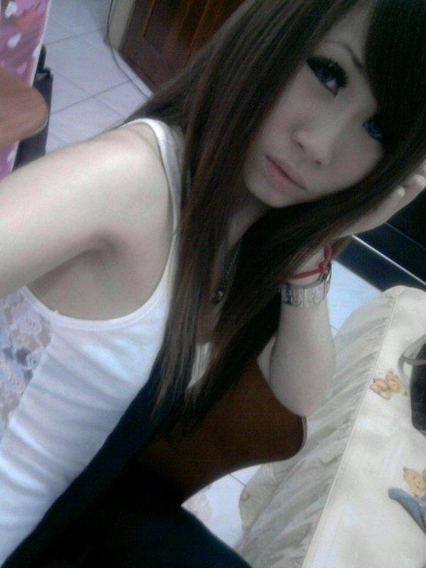 スレンダーな女性の着エロ写メは最高のエロさ (12)