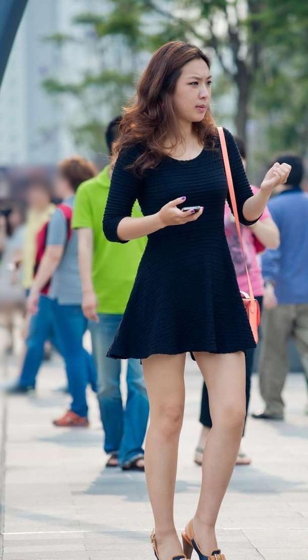 生足がエロエロな美女の街撮り (3)