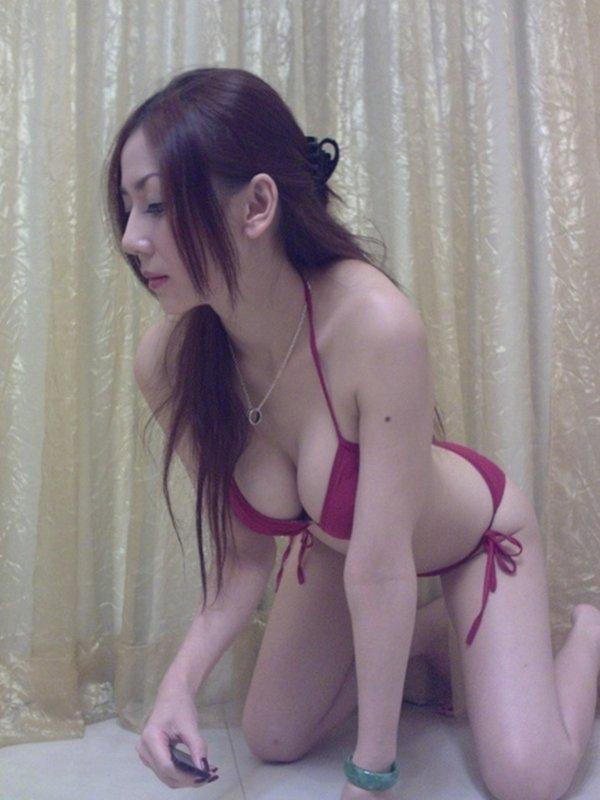人気ナンバーワン美魔女のセルフタイマー写メ (7)