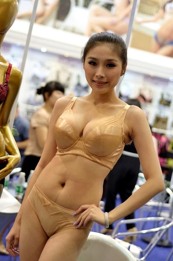 抜ける下着モデルの巨乳エロボディ (30)