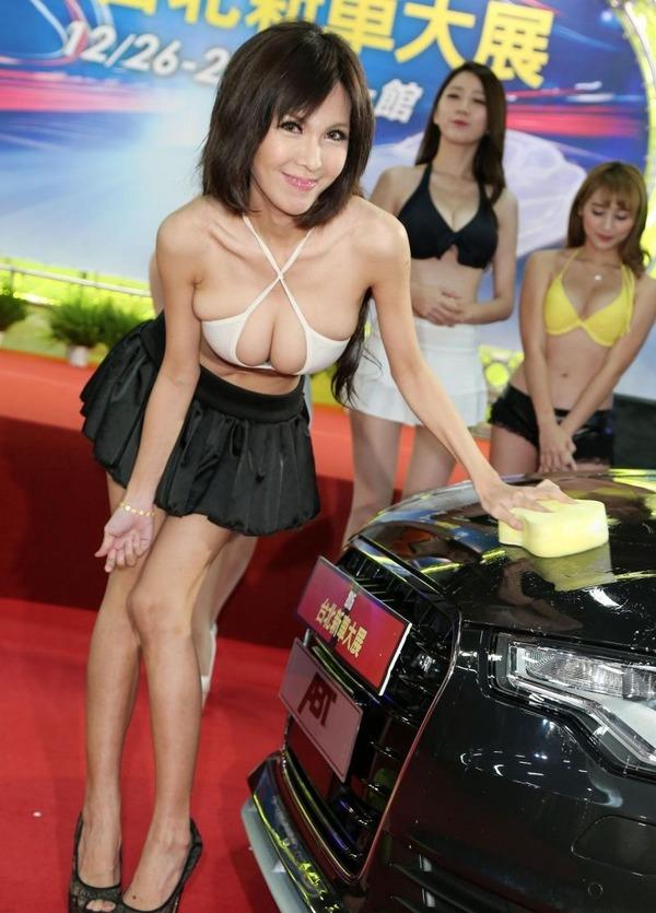 台湾のモーターショーは巨乳洗車イベント (4)