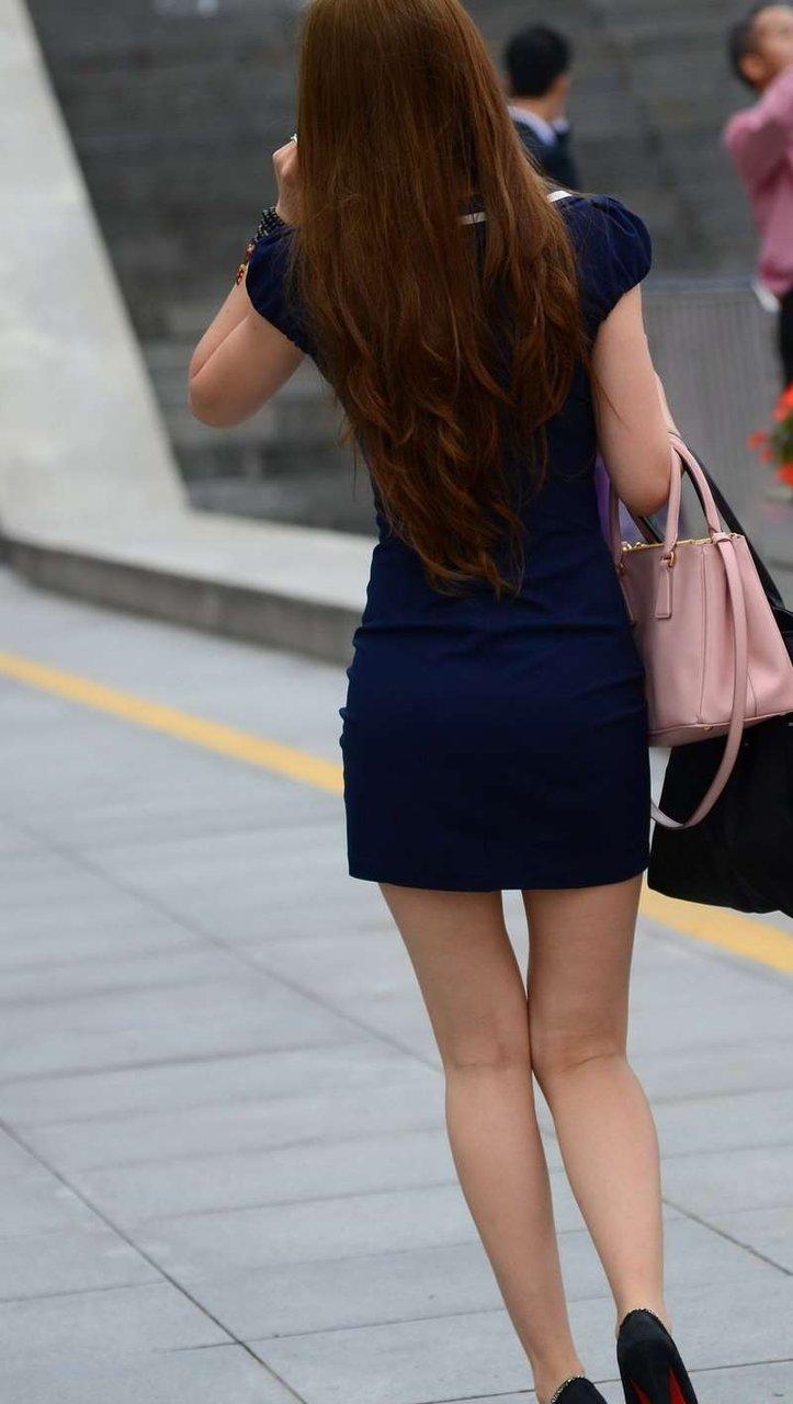 (えろい街撮り写真)電話で通話中の社内レディーさんのえろいミニスカ姿を秘密撮影☆☆ヒップラインとえろ美足に我慢汁暴発☆☆☆☆☆