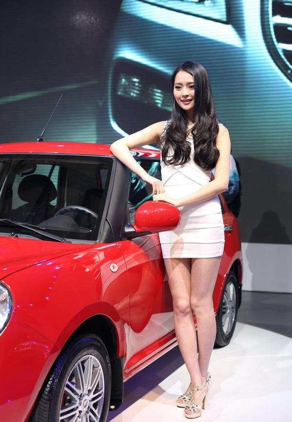 上海モーターショーの巨乳美脚コンパニオン (23)
