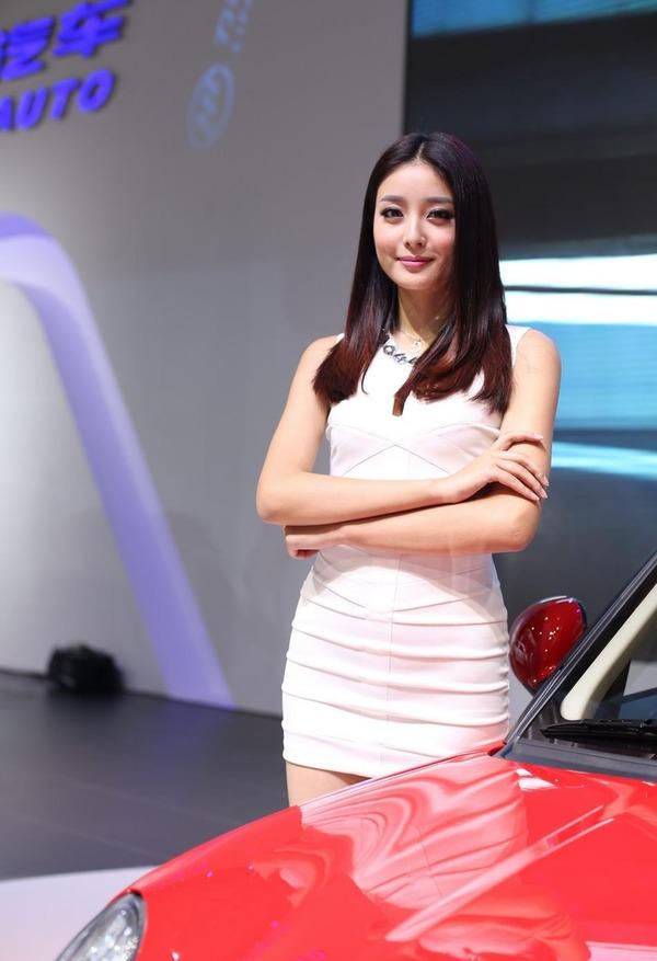 上海モーターショーの巨乳美脚コンパニオン (17)