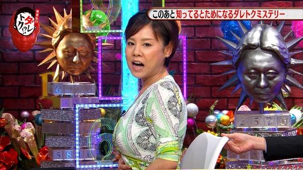 高橋真麻のEカップエロ巨乳が分かる着衣胸画像 (1)