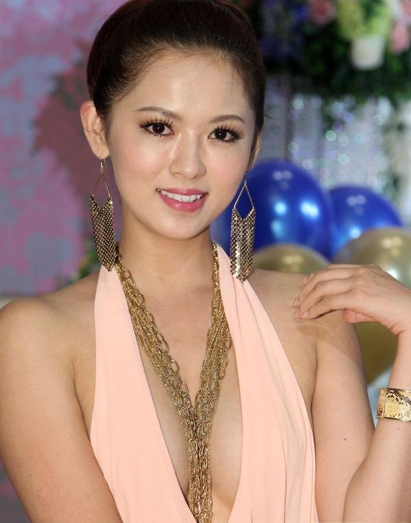 台湾のハミ乳全開な激エロ女優 (3)