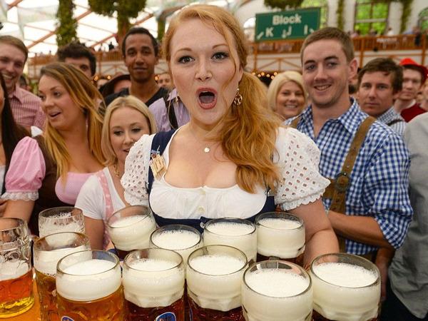 ドイツのビール祭りは巨乳ちゃんを盗撮し放題!! (2)