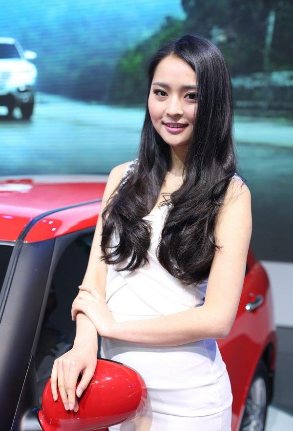 上海モーターショーの巨乳美脚コンパニオン (27)
