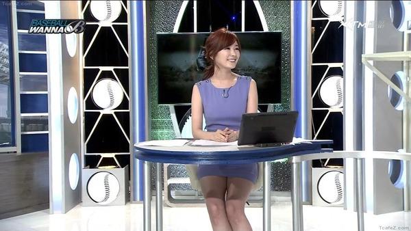韓国のエロい美人女子アナのミニスカパンチラ (20)