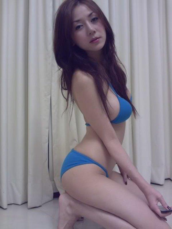人気ナンバーワン美魔女のセルフタイマー写メ (14)