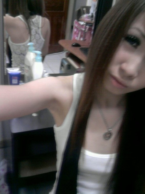 スレンダーな女性の着エロ写メは最高のエロさ (17)