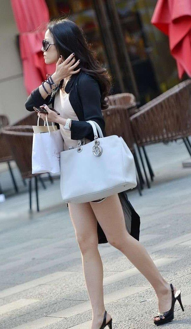 (街撮り写真)えろ過ぎる街撮り☆☆☆金持ちなヒトヅマさんのえろい生足秘密撮影写真にフルボッキしちゃうぞぉ☆☆☆☆☆