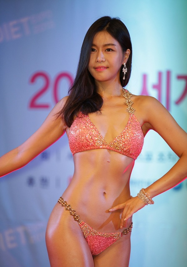 韓国の激エロ女性ボディビルダーたち (11)