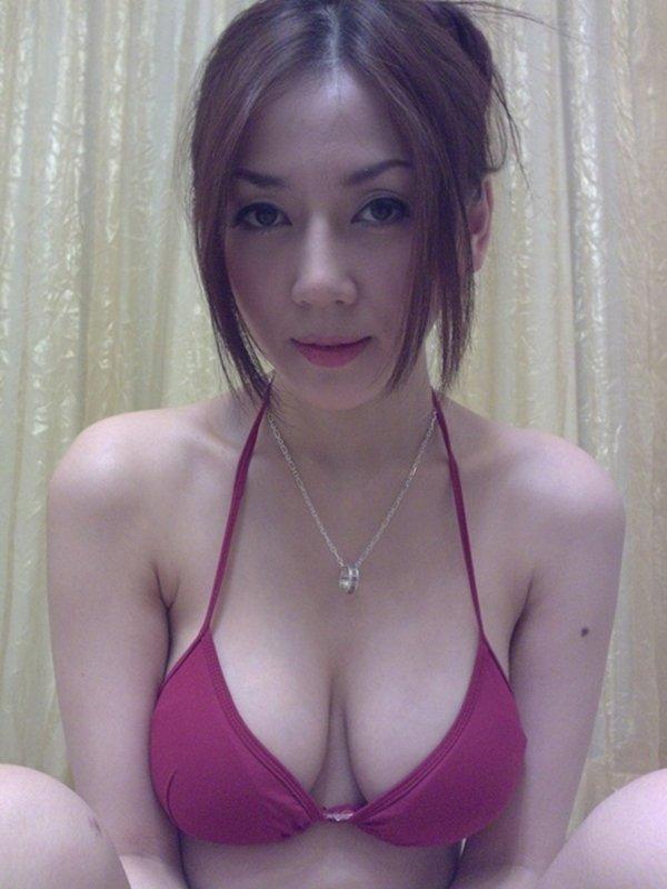 人気ナンバーワン美魔女のセルフタイマー写メ (8)