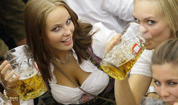 ドイツのビール祭りは巨乳ちゃんを盗撮し放題!! (9)