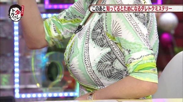 高橋真麻のEカップエロ巨乳が分かる着衣胸画像 (8)