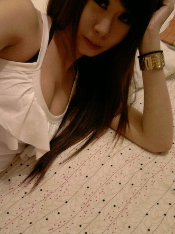 スレンダーな女性の着エロ写メは最高のエロさ (13)