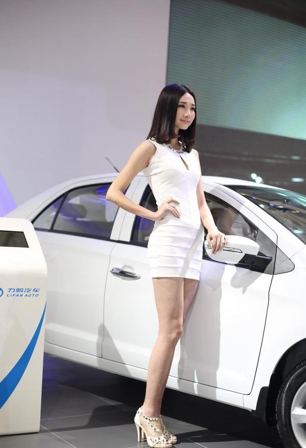 上海モーターショーの巨乳美脚コンパニオン (3)