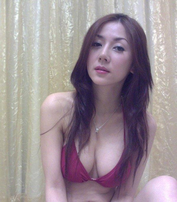 人気ナンバーワン美魔女のセルフタイマー写メ (5)