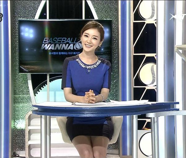 韓国のエロい美人女子アナのミニスカパンチラ (12)