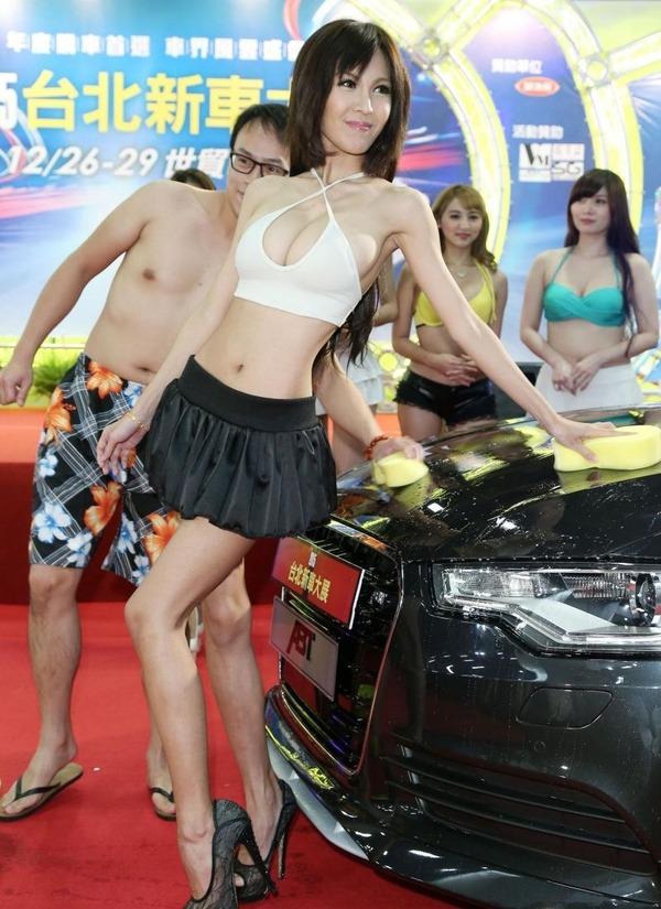 台湾のモーターショーは巨乳洗車イベント (13)