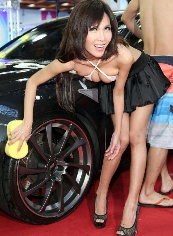 台湾のモーターショーは巨乳洗車イベント (20)
