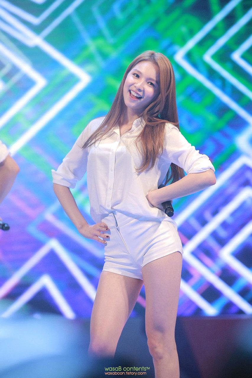 (K-POP色っぽいユニット)FIESTERのぽちゃな太腿&生足がえろえろな写真②