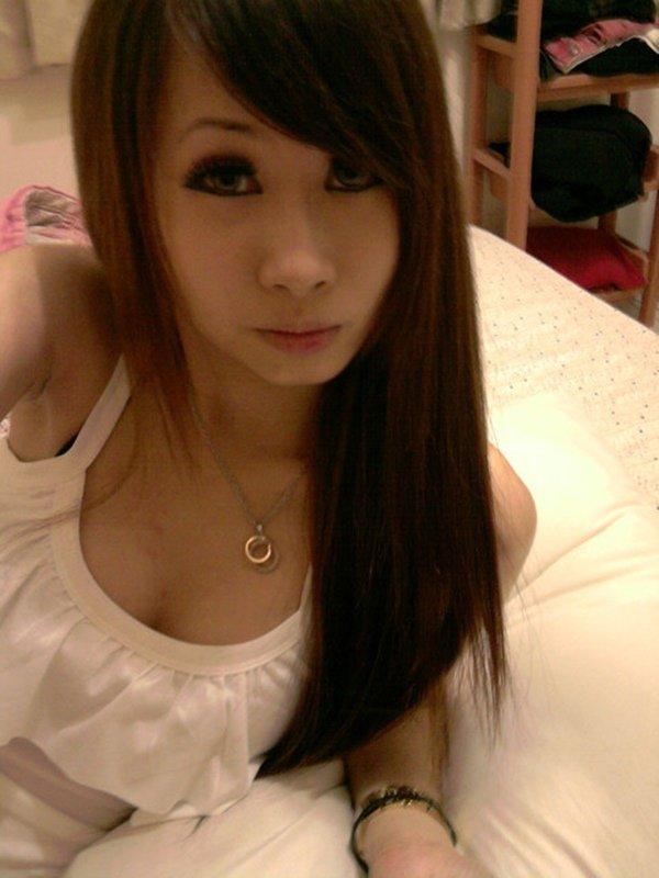 スレンダーな女性の着エロ写メは最高のエロさ (8)