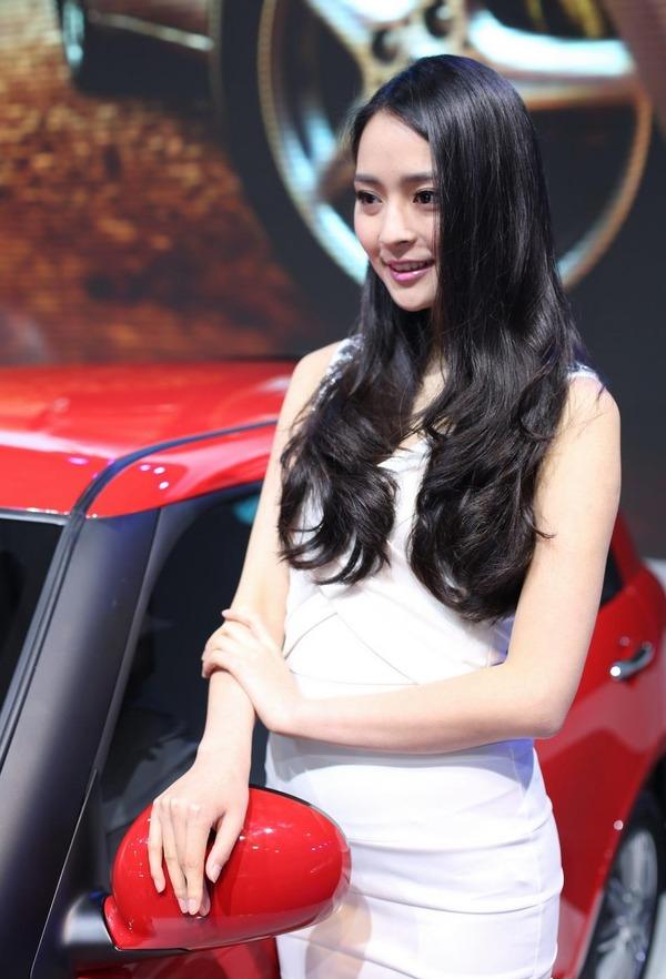 上海モーターショーの巨乳美脚コンパニオン (26)