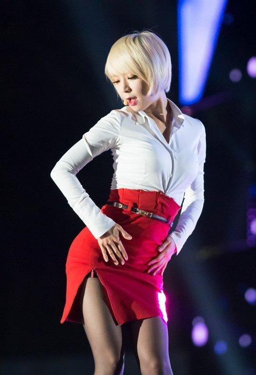 AOAのタイトスカートのスリットエロ画像 (36)
