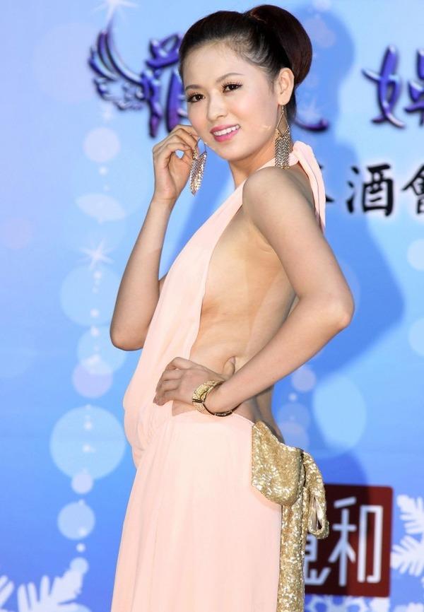 台湾のハミ乳全開な激エロ女優 (12)