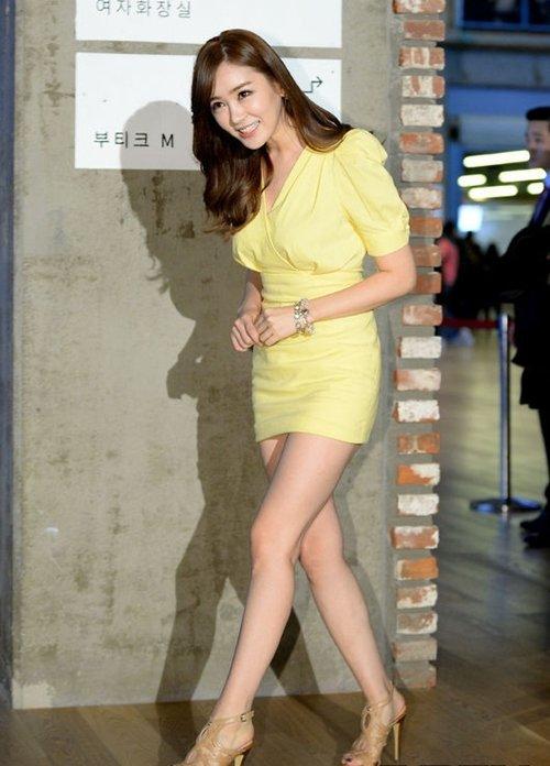 韓国のコン・ソヨンを含む女子アナ美脚パンチラ画像集 (4)