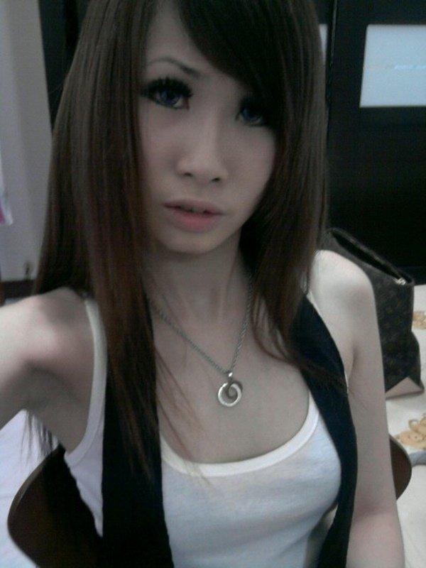 スレンダーな女性の着エロ写メは最高のエロさ (1)