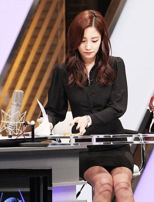 韓国のコン・ソヨンを含む女子アナ美脚パンチラ画像集 (34)