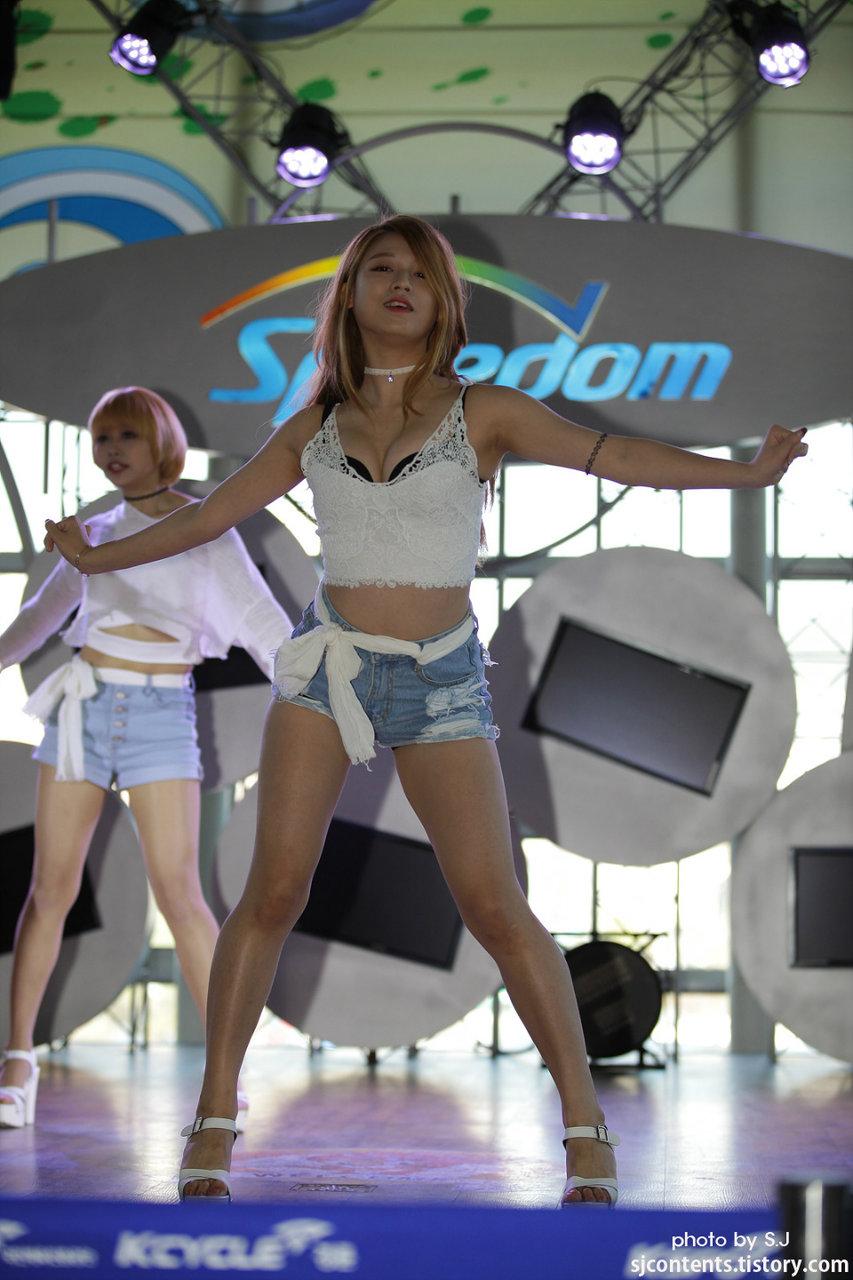 (K-POPえろニュース)ラブキャット続編☆☆ライブ中のラブキャットメンバーのえろ写真集☆☆☆☆☆