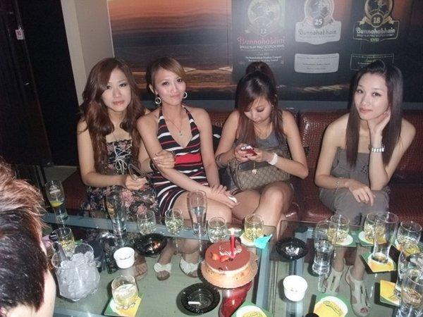 人気写メSNSにアップされた女子会の一部始終 (2)
