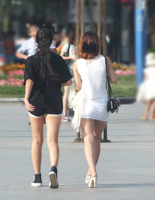 街撮りミニスカ&ショートパンツエロ画像 (30)