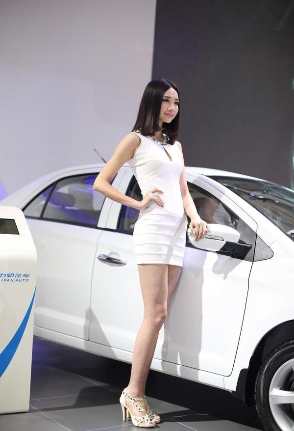 上海モーターショーの巨乳美脚コンパニオン (4)