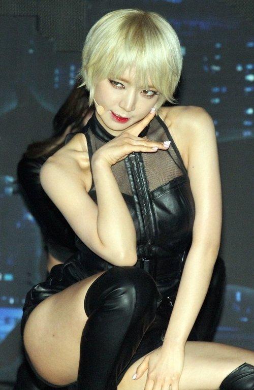 AOA チョアのセクシーダンス画像024