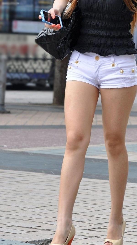 街撮りミニスカ&ショートパンツエロ画像 (56)