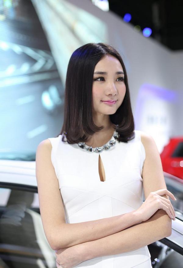 上海モーターショーの巨乳美脚コンパニオン (6)