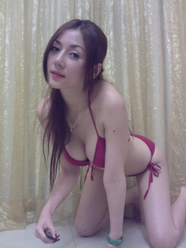 人気ナンバーワン美魔女のセルフタイマー写メ (6)