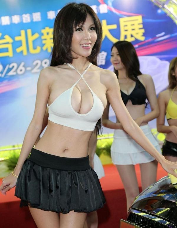 台湾のモーターショーは巨乳洗車イベント (9)