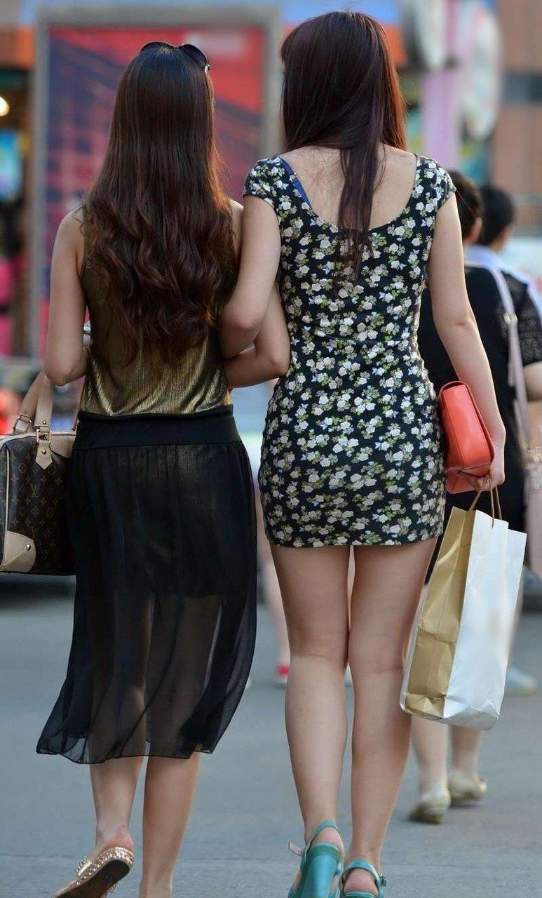 (街撮りえろ写真)ヌける生足☆☆えろGALのミニスカワンピ姿が凄いえろさじゃねぇかぁぁぁっ☆☆☆☆☆